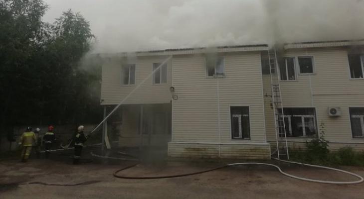 Шесть часов борьбы с огнём! Потушили пожар в здании МВД Ярославля