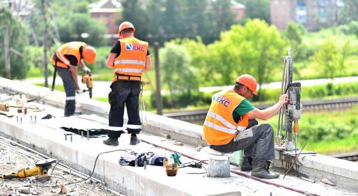 Обещали открыть еще в июле: сколько мучаться водителям из-за Добрынинского моста