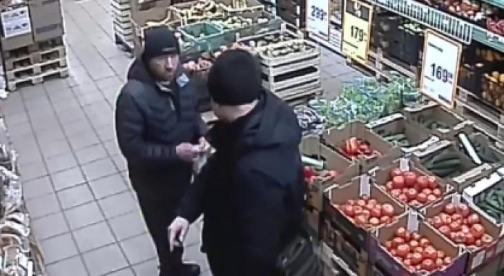 В Ярославле задержали мужчину, убившего дедушку в магазине. Кадры