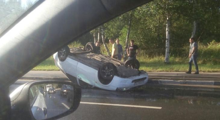 Салон смяло от удара: на Фрунзе перевернулся автомобиль