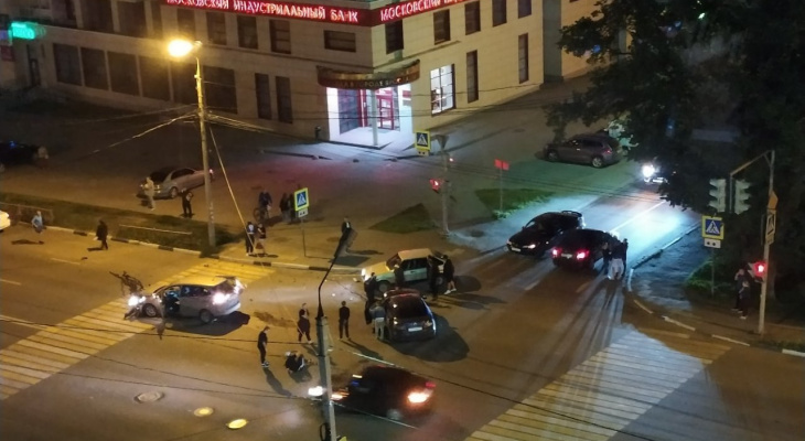 """""""Человек лежал между пешеходников"""": подробности ДТП на проспекте Толбухина"""