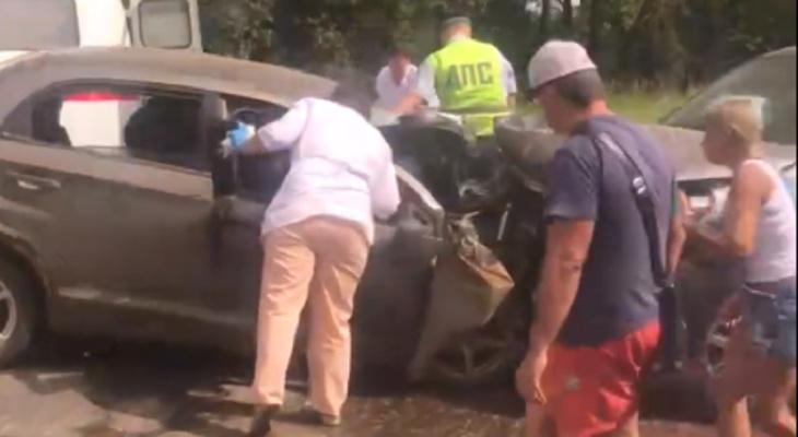 Стонали в крови: месивом из людей обернулось лобовое ДТП на трассе под Ярославлем