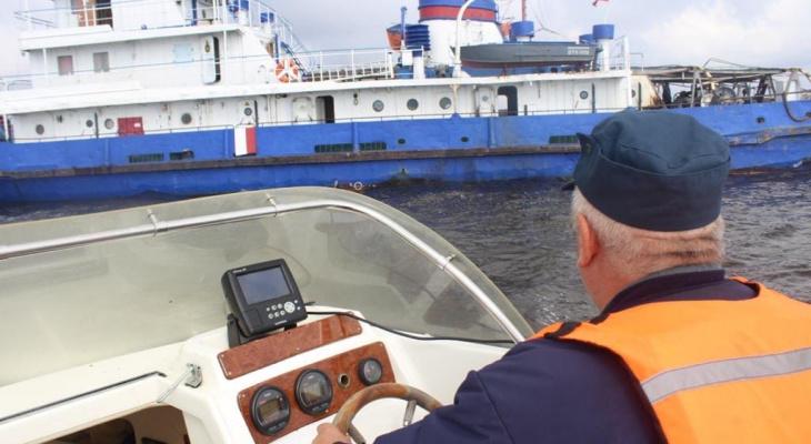 Спасатели нашли тело второго матроса при крушении баржи в Рыбинске: подробности