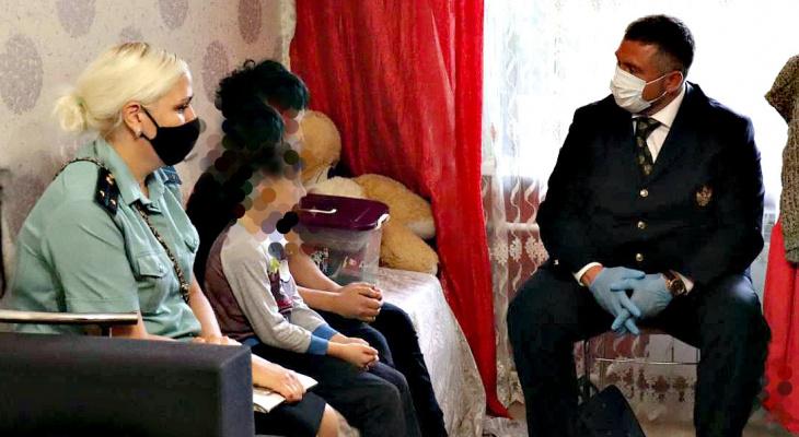 Скандал в Ярославле: отец отобрал двоих детей у матери