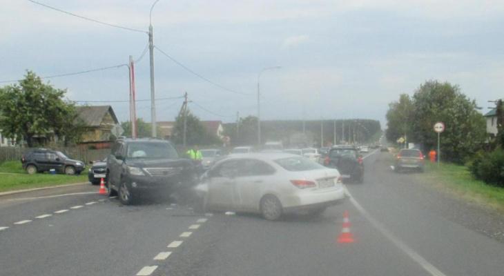 Машины в хлам: в ДТП под Ярославлем пострадали четыре человека