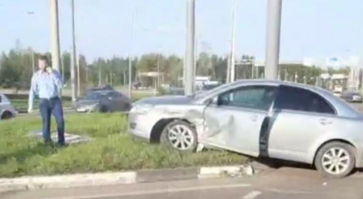 Месиво из машин и огромная пробка: на Тутаевском шоссе произошло ДТП