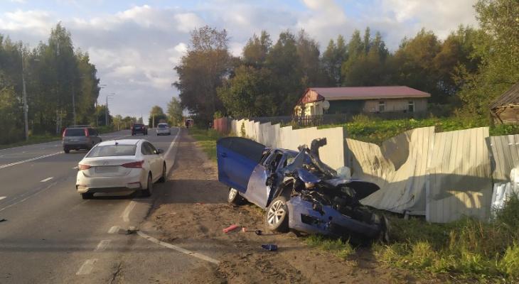 Разорвало в клочья: в ДТП под Ярославлем пострадали три авто