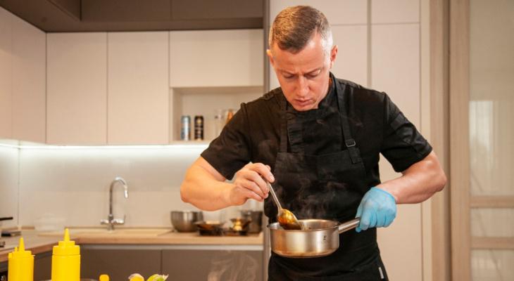 В День города мастер-класс Олега Молотова по приготовлению блюд с использованием новинок от «Балтики» посмотрели тысячи человек