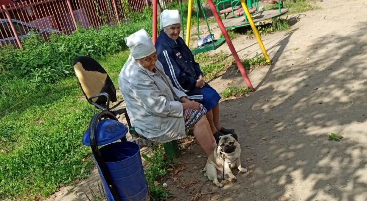 Приостановят выплаты: об опасности хранения пенсий на банковской карте предупредили ярославцев