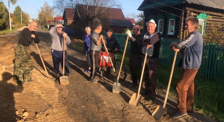 «А налоги вперед уплачены»: соседи сами сделали дорогу в Ярославской области