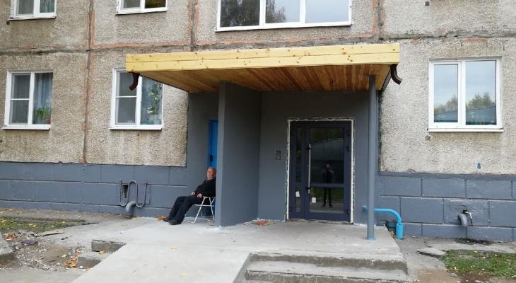 """""""Надолго ли?"""": жители установили стеклянные двери в ярославской """"панельке"""""""