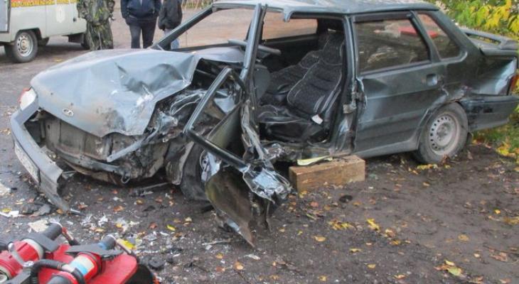 Переломало кости: в месиво из машин вылилось тройное ДТП под Ярославлем