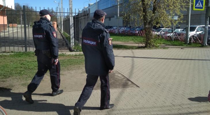 Усыпили бдительность цветами: как преступники обманывали девушек в Ярославле