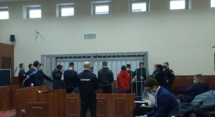 Рыдал на оглашении: фигурантов дела о пытках в колонии Ярославля освобождают из зала суда