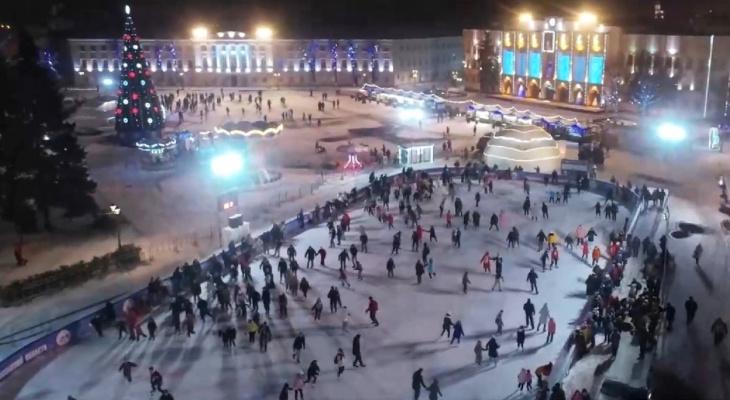 В центре Ярославля залили бесплатные катки: полный список