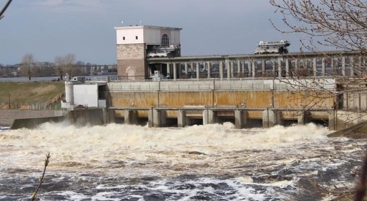 В Волгу сбросят много воды: ярославцев предупредили об опасности
