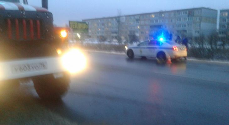 Водитель лежал в крови: в Ярославле легковушка улетела в кювет