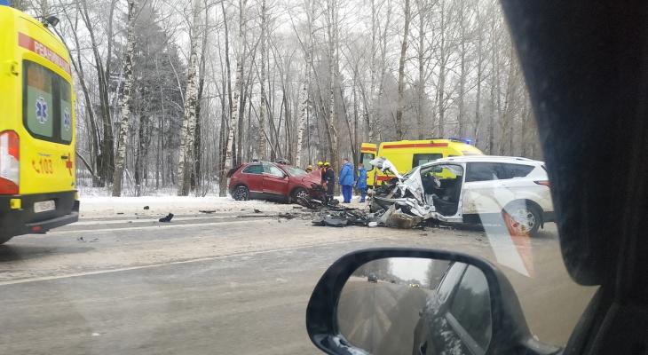 Их увезли реанимобили: ДТП в Брагино обернулось трагедией для двоих ярославцев