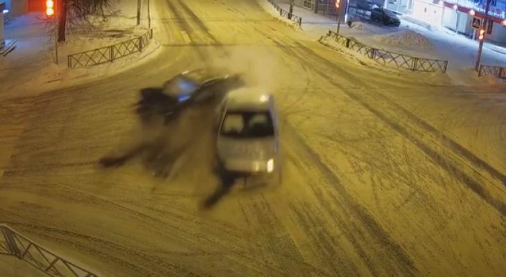 В сети появились кадры рождественской аварии в Ярославле
