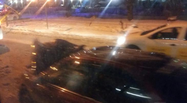 В Ярославле иномарка столкнулась с автобусом
