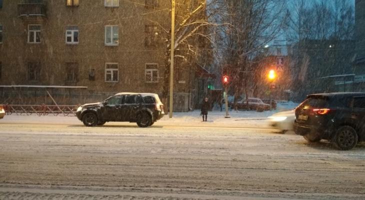 Обесточено несколько районов: под Ярославлем пропало электричество, вода и тепло