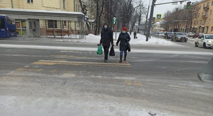 """""""Вместо больницы торговый центр"""": ярославцы защищают детскую поликлинику в центре города"""