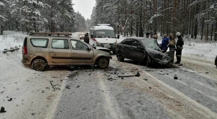 Месиво из металла: в двух авариях под Ярославлем страшной смертью погибли водители