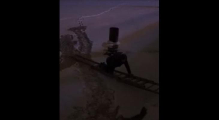 Ярославец провалился под лёд на Волге и сам вызвал себе спасателей. Видео