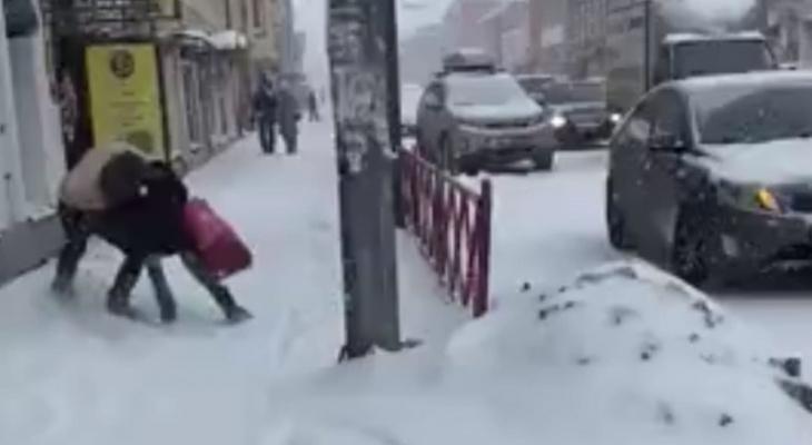 Голый душил девушку в центре Ярославля: полиция о его судьбе