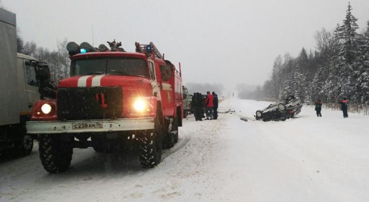 Скончалась на месте: авария с тремя машинами под Ярославлем унесла жизнь женщины