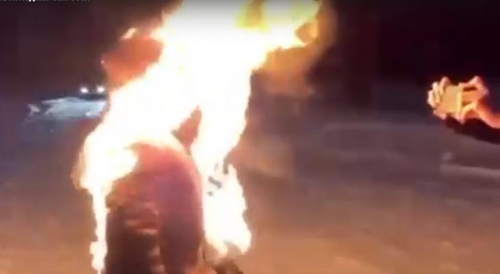 «Тик-Ток головного мозга»: горящий парень попал на видео