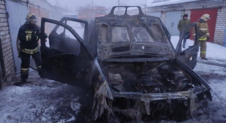 """""""Жить не хочу"""": в Ярославле у женщины заживо сгорел сын в BMW"""