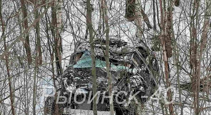 «Тело нашли рядом с машиной»: под Ярославлем насмерть разбился водитель Infiniti