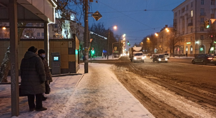 """В Ярославле не хватает техники для уборки снега: город получил """"милостыню"""""""