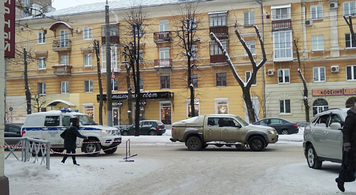 Лицо изрезали стекла: окровавленный труп нашли на дороге под Ярославлем