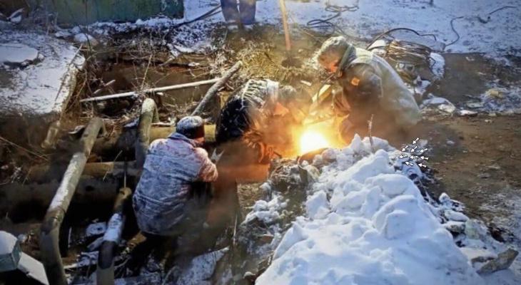 """""""Не спят уже пять дней"""": ростовчане рассказали, как рабочие возвращают тепло замерзшим семьям"""