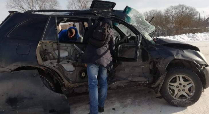 Людей тащили из обломков авто: девушки в больнице после ДТП с автобусом под Ярославлем. Видео