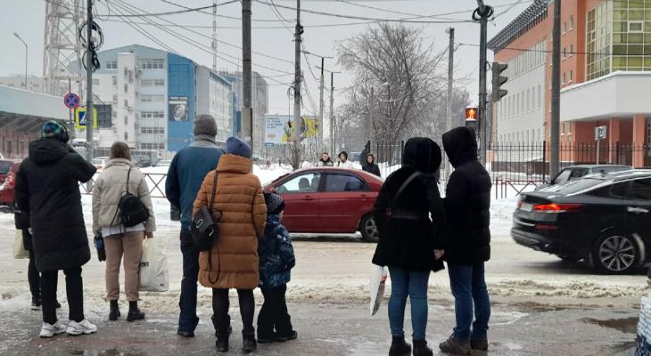 «Будем работать в таком же режиме»: мэрия обещала очистить Ярославль от снега и льда