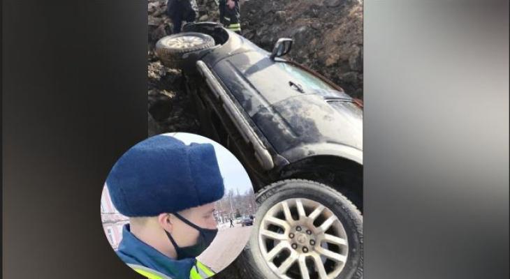 Бросало по всей машине: под Ярославлем водитель провалился в яму размером с авто