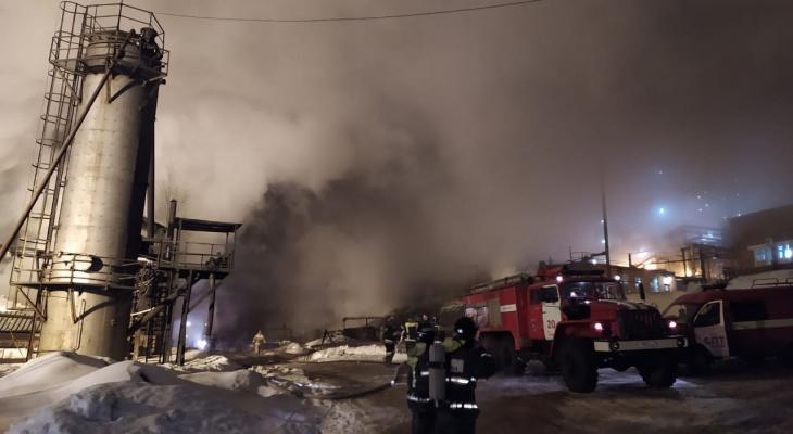 Взрыв на Менделеевском НПЗ: как тушили пожар, кадры с места события. Видео