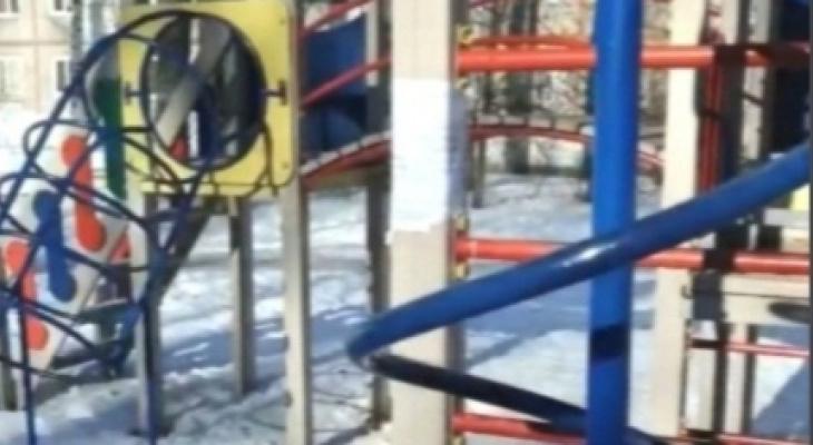 «А что взамен?»: ярославцев лишают единственной детской площадки на 10 домов. Видео