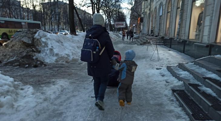 На секунды потерял сознание: в торговом центре Ярославля мальчик сломал позвоночник