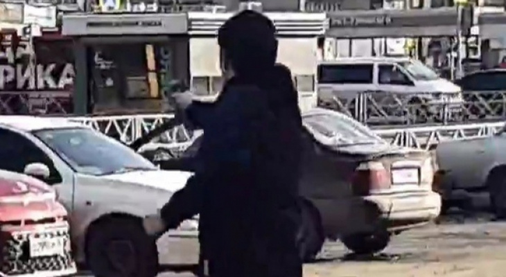 В Брагино ярославец прыгал с пистолетом. Видео