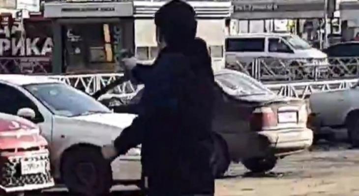 Произошел конфликт: о прыгающем с пистолетом по Брагино ярославце рассказали в полиции