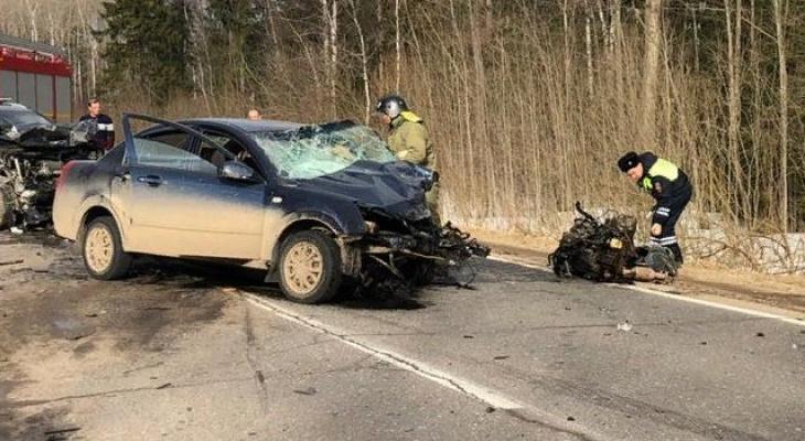 Вырвало двигатель: под Ярославлем произошло тройное смертельное ДТП