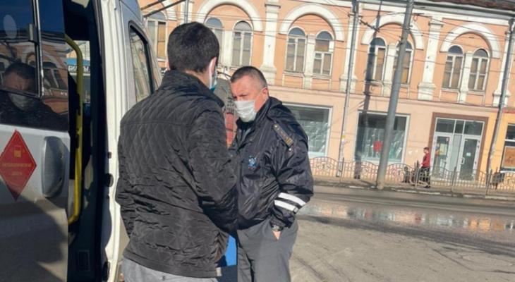"""Держали 4 часа, не пускали в туалет"": в Ярославле устроили облаву на маршрутки"