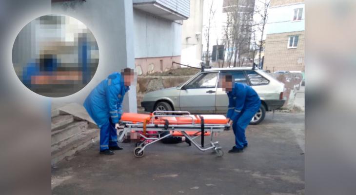 Звала из реанимации маму: на Московском проспекте из балкона выпала девушка. Видео