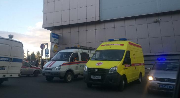 Скорая, полиция и МЧС : в Брагино столкнулись два автобуса и два авто
