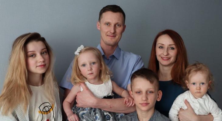 """""""Она живет с половинкой сердца"""": в Ярославле спасают малышку с редкой болезнью"""