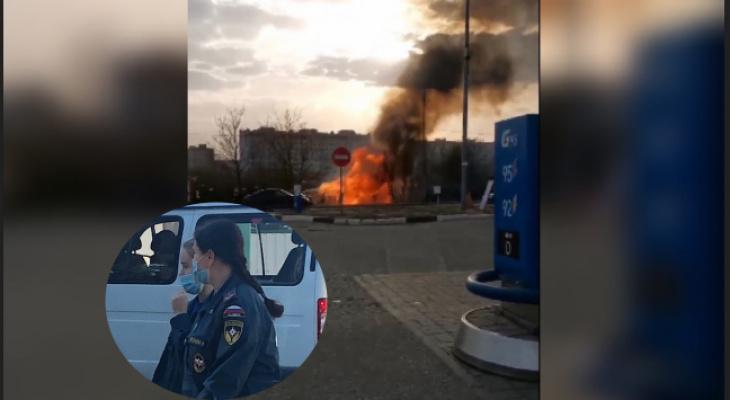 """""""Там поджигают по дому в неделю"""": под Ярославлем горит здание у заправки. Видео"""